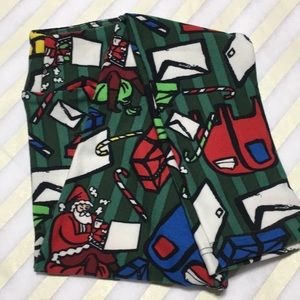 NWT Holiday LuLaRoe Kids' S/M Leggings Santa Mail